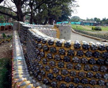 забор из бутылок