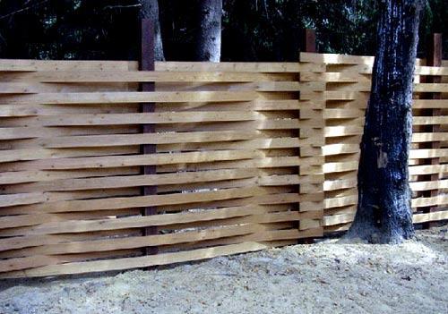плетенный дощатый забор
