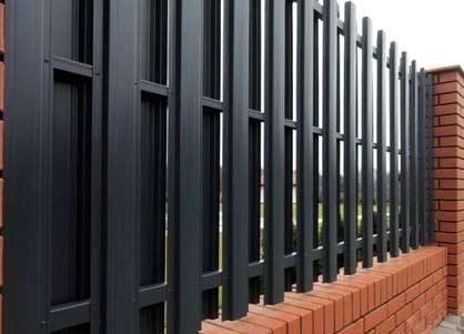 двухсторонний забор из евроштакетника
