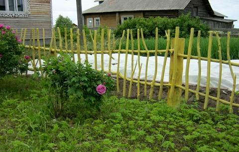 ограда из веток
