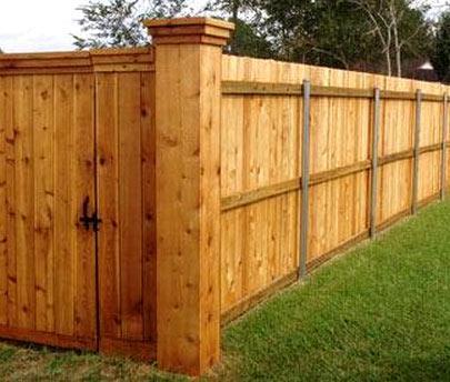забор покрытый лаком