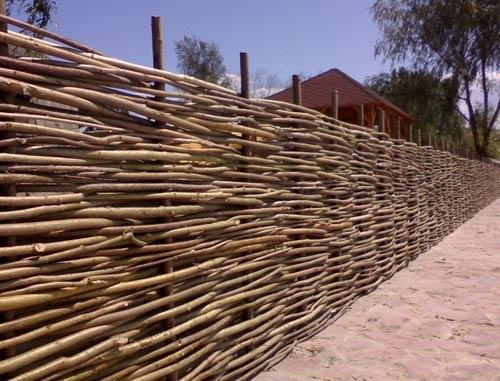 3343488fdc0ccf Как сделать забор из лозы своими руками: фото и видео процесса плетения