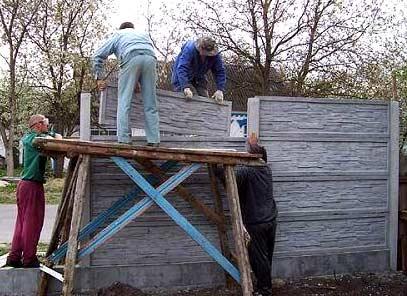 монтаж бетонного забора