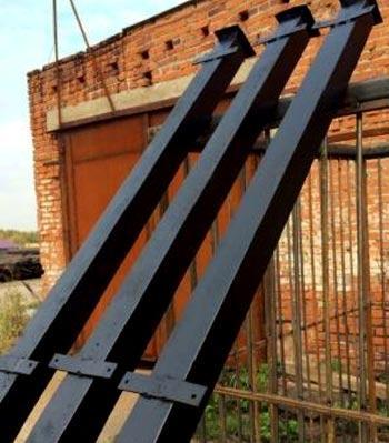 столбы с планками