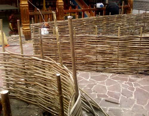 забор плетенный тын