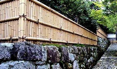 комбинированный забор из бамбука