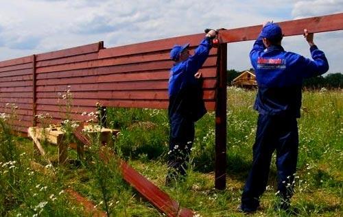 установка деревянного забора