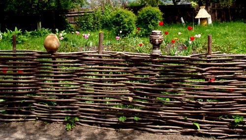 125 Забор из веток вишни