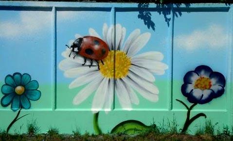 рисунок на бетонном заборе