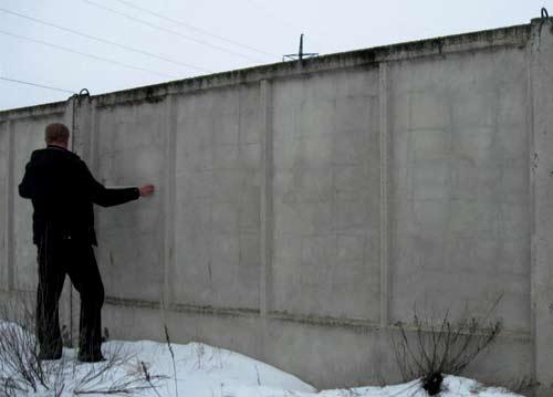 старый железобетонный забор