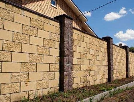 ограда из бетонных блоков