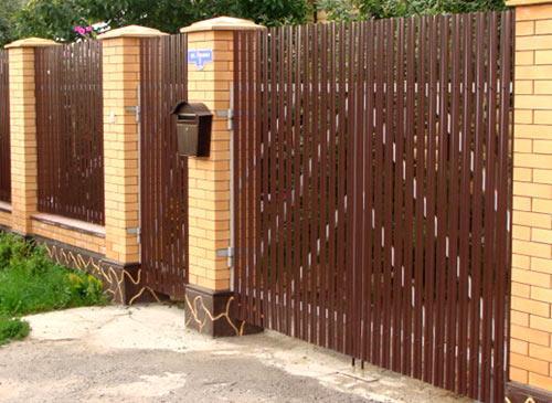 Забор из вагонки: как сделать своими руками из дерева и металла