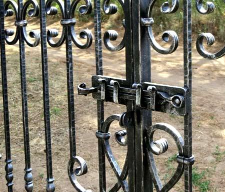 засовы для ворот
