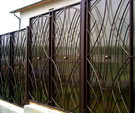 кованный забор из поликарбоната