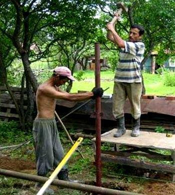 металлический заборный столб