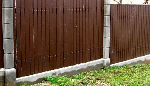 забор на склоне