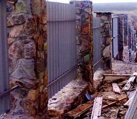 столбы из бутового камня