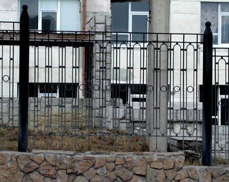 комбинированный забор из прутьев