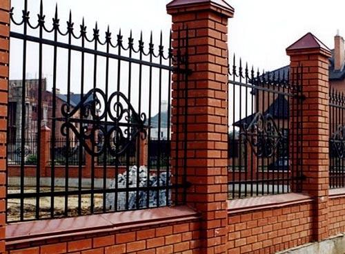 забор с парапетом