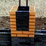 Кладка столбов забора из облицовочного кирпича