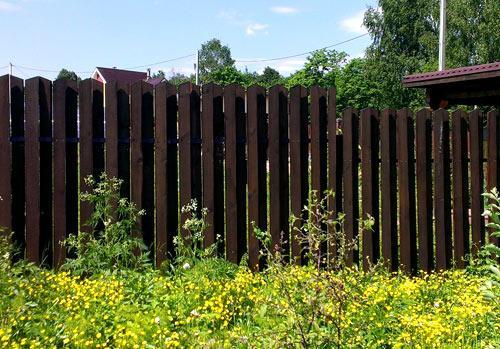 Деревянный забор шахматка своими руками 59
