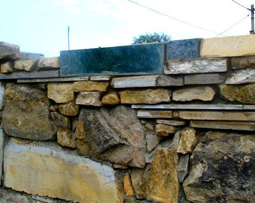 забор дикий камень