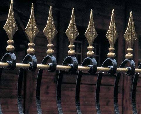 декор кованых пик