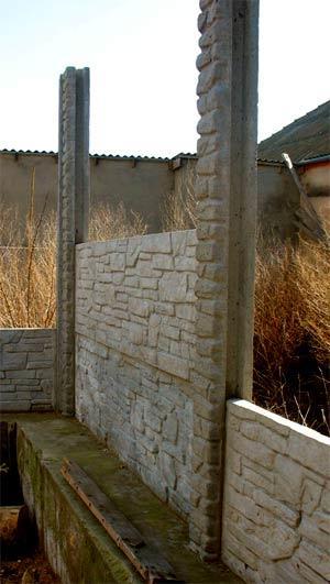 столбы бетонного забора