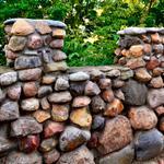 Различные виды камней для забора