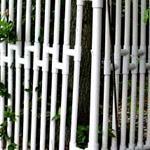 Как сделать забор из пластиковых труб