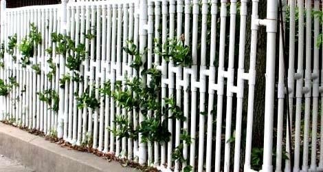 забор пластиковые трубы