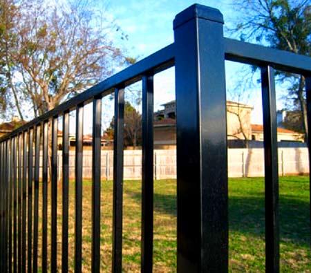 забор из металлических труб