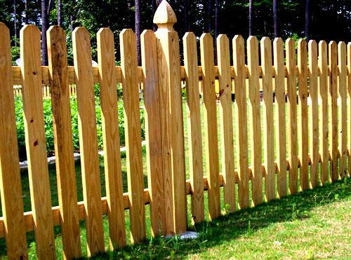 прозрачный деревянный забор