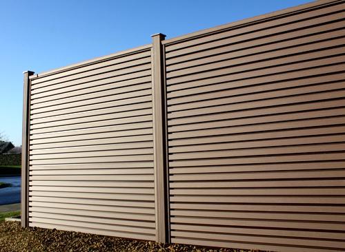 рельефный забор из декинга