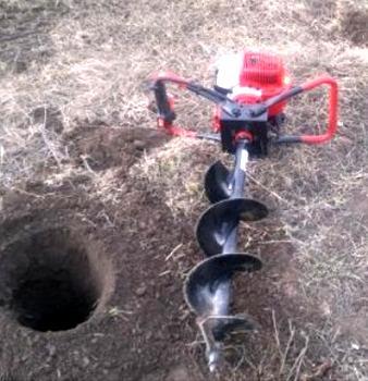 скважина под заборный столб