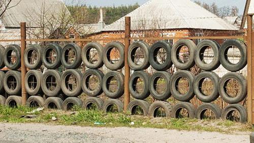 забор из покрышек