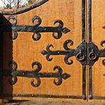 Различные петли для деревянных ворот