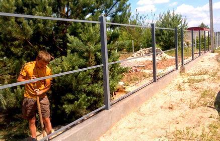 каркас ограды из штакетника