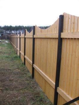 деревянный забор глина