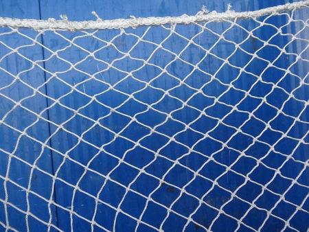 Капроновая сетка для ограждения спортивных площадок